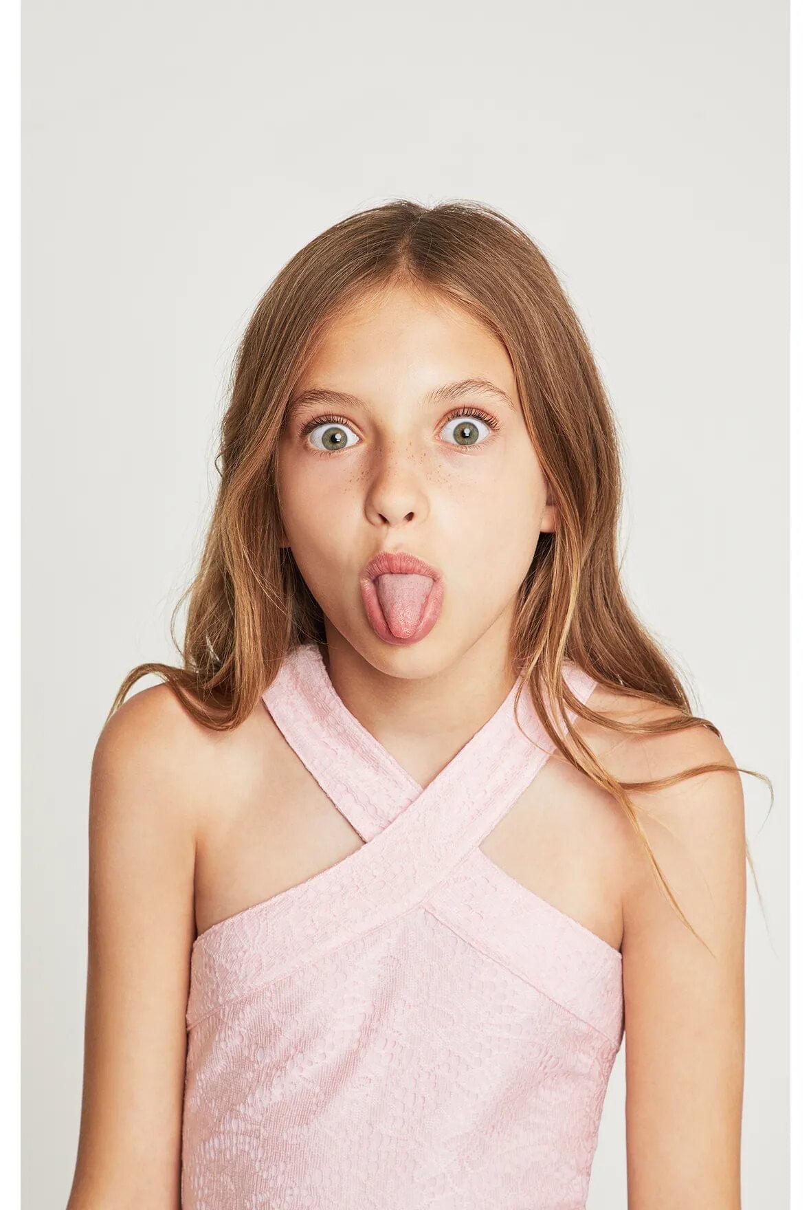 Vestido-halter-BCBGirls-rosa-claro-con-encaje-B838DR205_RPL_c