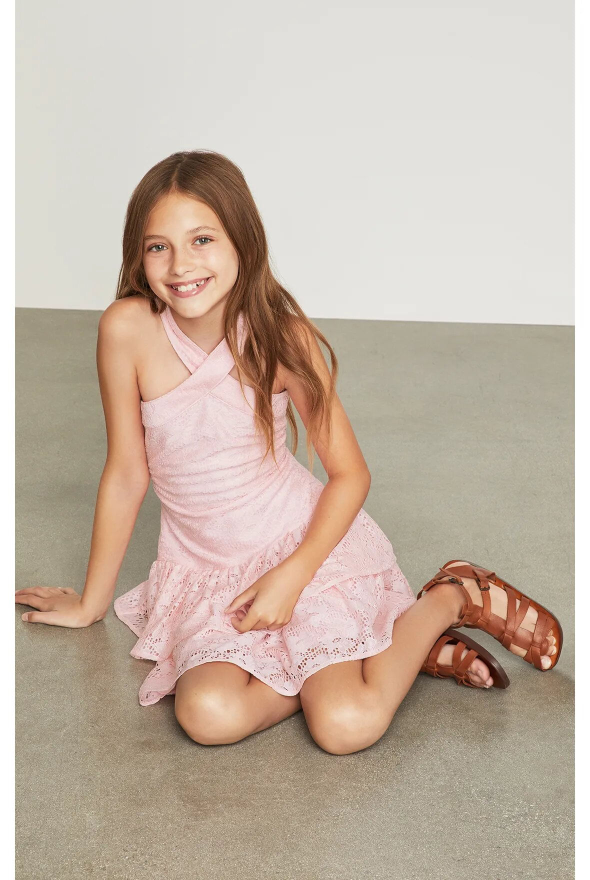 Vestido-halter-BCBGirls-rosa-claro-con-encaje-B838DR205_RPL_d
