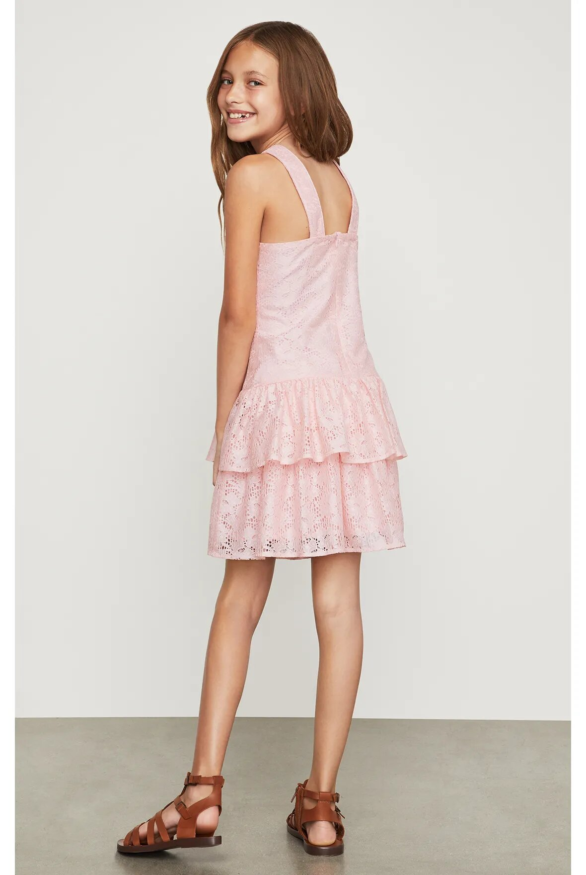 Vestido-halter-BCBGirls-rosa-claro-con-encaje-B838DR205_RPL_a